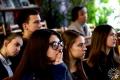 Учащиеся внимательно слушают выступающих
